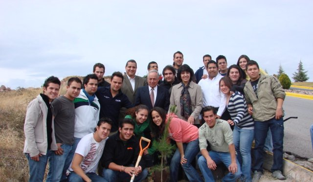 Reforestan Universidad La Salle